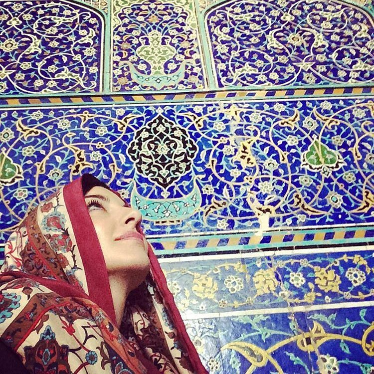 Tourists in Sheikh Lotfollah Mosque isfahan