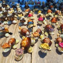 Beautiful oyster handicrafts in hengam island
