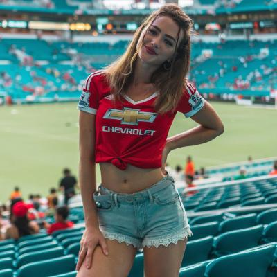 I like watching footbal