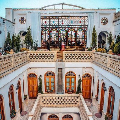 Travel To Hotel Ghasre Monshi Historical House of Isfahan